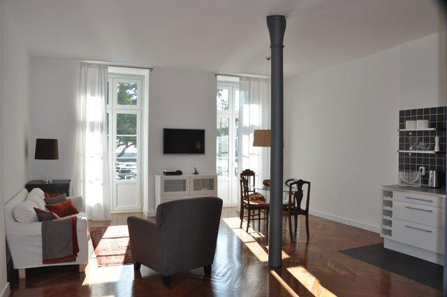 2 french windows let in lots of light. Sitting room integrates with kitchen: great for entertaining - Historic Center / River / Chiado (Free Wifi) - Lisbon - rentals