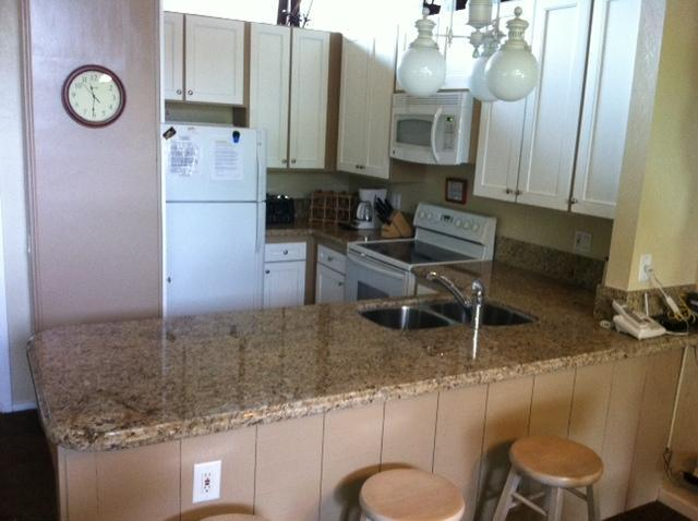 Kitchen (smell the cookies?) - 4 Bedroom 3 Bathroom Condo. Views. On Shuttle Stop - Mammoth Lakes - rentals