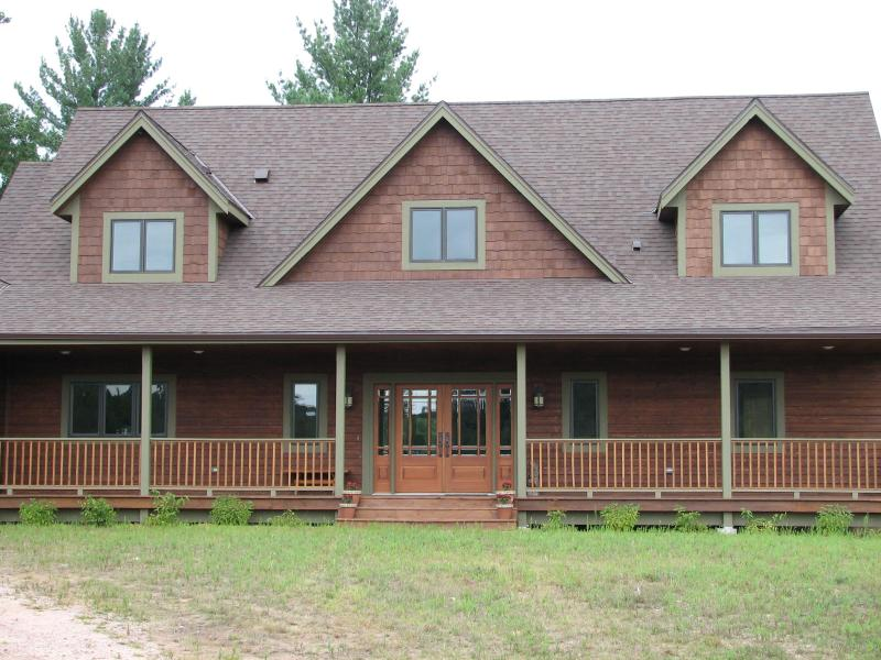 Front of House - Water's Edge Lodge - Serene Northwoods Retreat - Wisconsin Dells - rentals