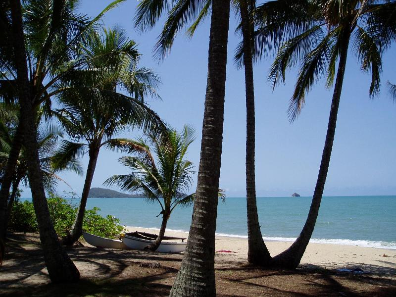 View From Villa Beach - Tropical Paradise At Your Door - Absolute Beachfront Villa Apt - 1, 2 or 3 Bedroom - Cairns - rentals