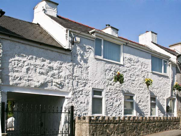 KINGSLOW COTTAGE, pet friendly, with a garden in Newborough, Ref 11166 - Image 1 - Newborough - rentals