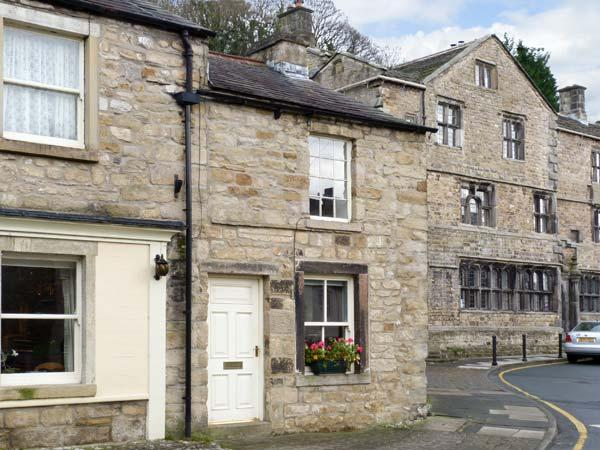 WELL COTTAGE, romantic, character holiday cottage in Settle, Ref 11866 - Image 1 - Settle - rentals