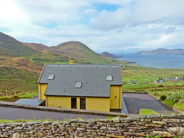 HIGH RISE, family friendly, with a garden in Waterville, County Kerry, Ref 11441 - Image 1 - Waterville - rentals