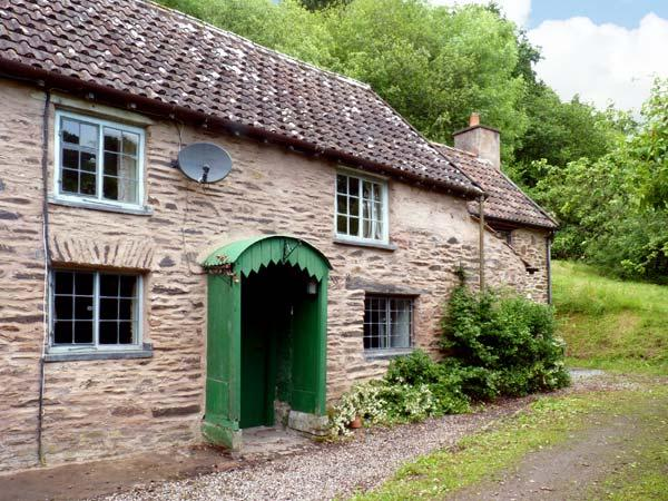 HADDEO COTTAGE, pet-friendly, character holiday cottage, with a garden in Dulverton, Ref 8446 - Image 1 - Dulverton - rentals