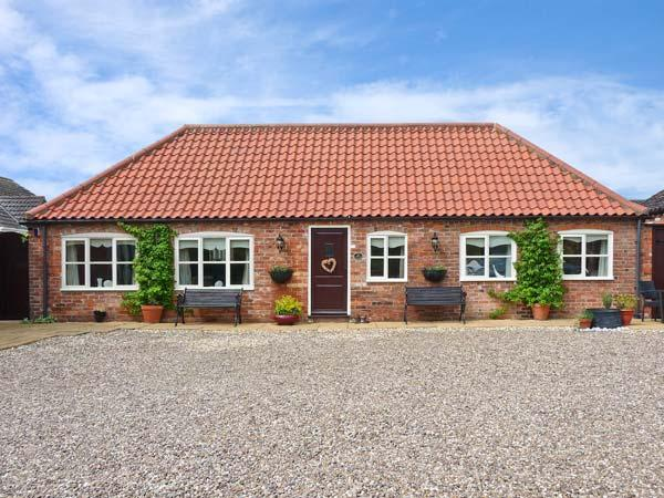 THE STABLES, pet friendly, country holiday cottage, with a garden in Louth, Ref 11832 - Image 1 - Louth - rentals