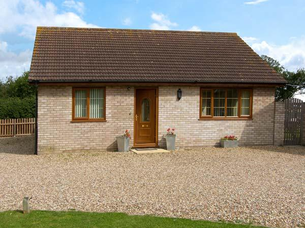 THE ANNEXE, family friendly, country holiday cottage, with a garden in Tivetshall St Mary, Ref 10047 - Image 1 - Norfolk - rentals