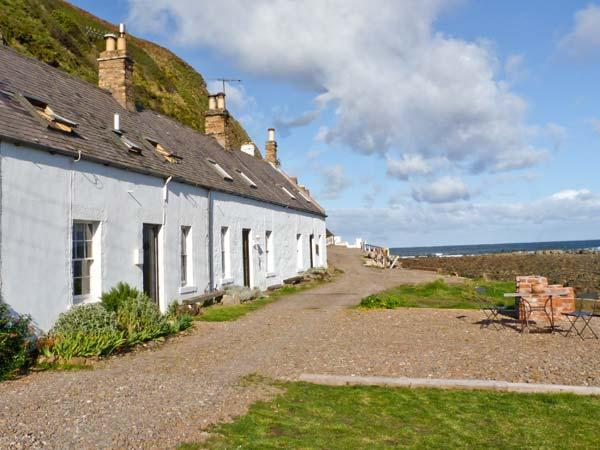 SHORESIDE COTTAGE, family friendly, character holiday cottage, with open fire in Burnmouth, Ref 11232 - Image 1 - Burnmouth - rentals