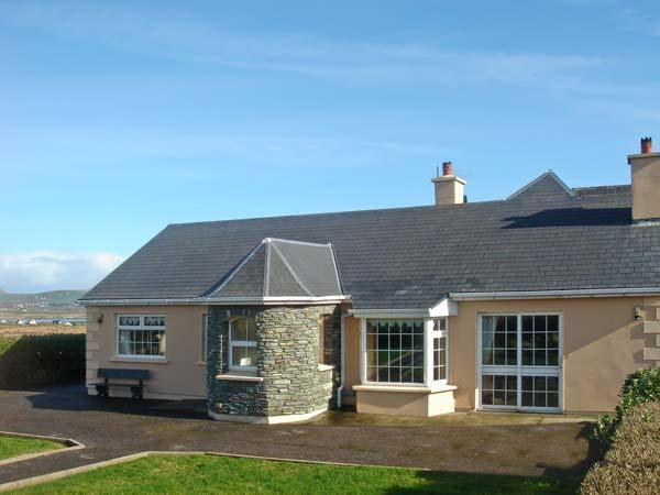 PATTY'S, pet friendly, with a garden in Portmagee, County Kerry, Ref 12155 - Image 1 - Portmagee - rentals