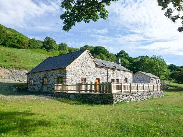 TYDDYN TYFOD, family friendly, luxury holiday cottage, with a garden in Bala, Ref 12162 - Image 1 - Bala - rentals