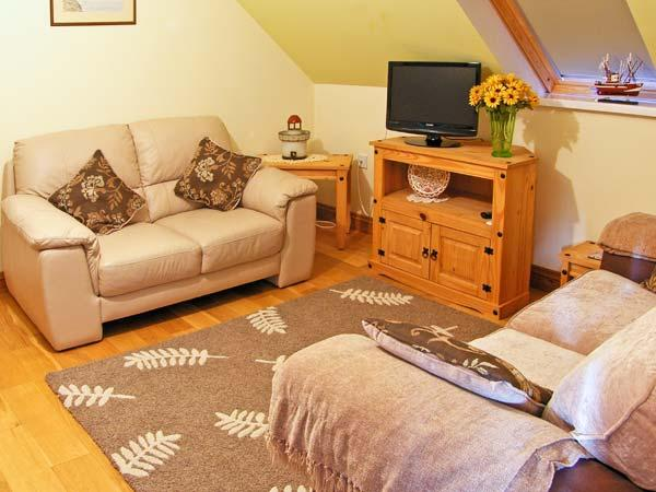 CWRT-Y-CADNO, country holiday cottage, with a garden in Trimsaran, Ref 9900 - Image 1 - Kidwelly - rentals