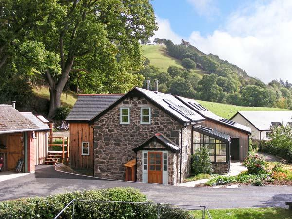 CILFACH, family friendly, luxury holiday cottage, with a garden in Llanfyllin, Ref 10470 - Image 1 - Llanfyllin - rentals