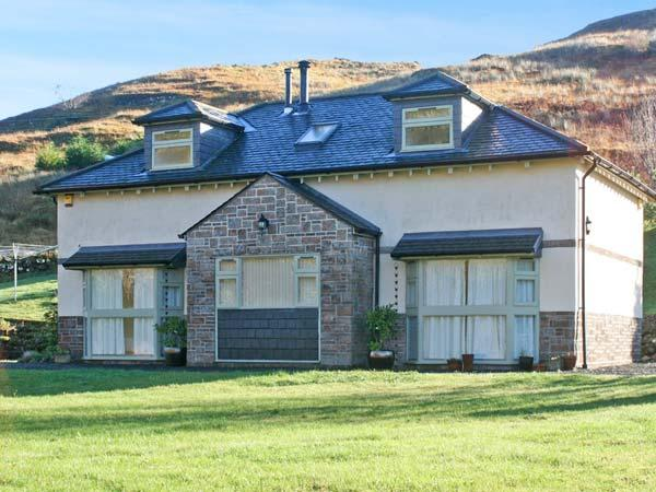 GLEN EUCHAR HOUSE, family friendly, luxury holiday cottage, with hot tub in Oban, Ref 12167 - Image 1 - Oban - rentals