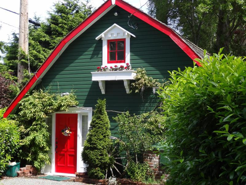 Holly red front door welcomes guests. - Sunrise Garden Cottage - a warm and cozy retreat - Victoria - rentals