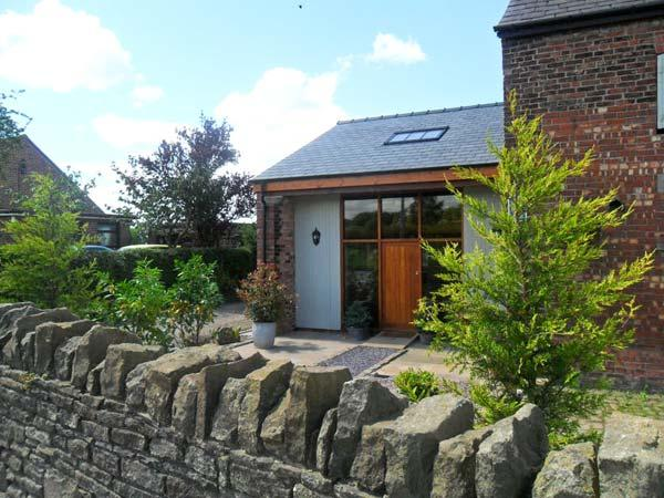 BARN OWL COTTAGE AT CROOK HALL FARM, family friendly, luxury holiday cottage, with a garden in Bispham Green, Ref 12303 - Image 1 - Bispham Green - rentals