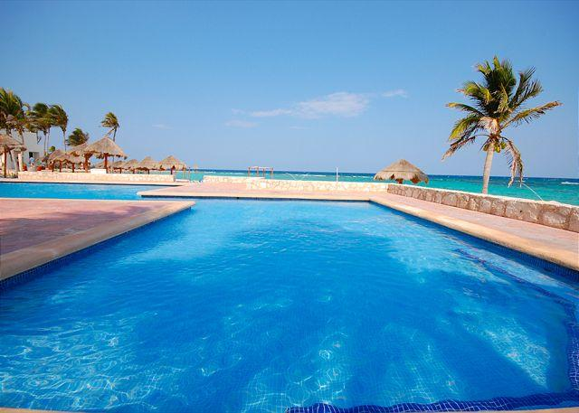 Resort pool and beach club are included for your enjoyment. - Great beachfront studio with wonderful ocean views on Aventuras Akumal beach. - Cuernavaca - rentals