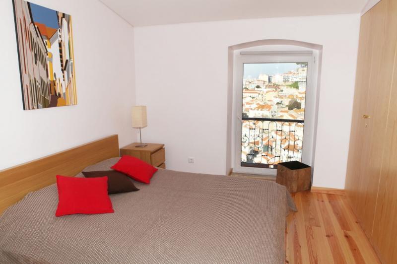 Apartment in Lisbon 233 - Castelo - Image 1 - Lisbon - rentals