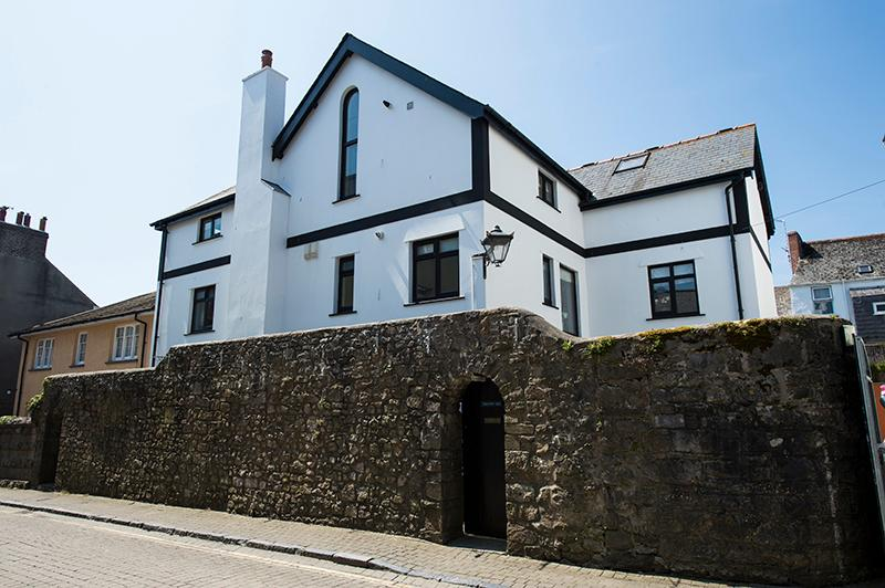 Five Star Child Friendly Holiday Cottage - Wall Cottage, Tenby - Image 1 - Tenby - rentals