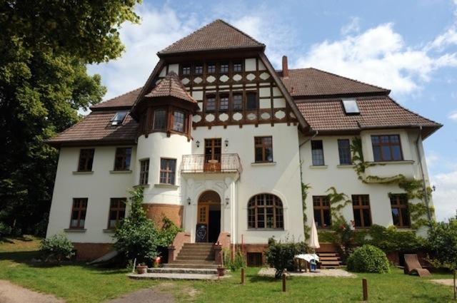 Vacation Apartment in Weitendorf - 1292 sqft, comfortable, large yard on the river, woodstove (# 2343) #2343 - Vacation Apartment in Weitendorf - 1292 sqft, comfortable, large yard on the river, woodstove (# 2343) - Parchim - rentals