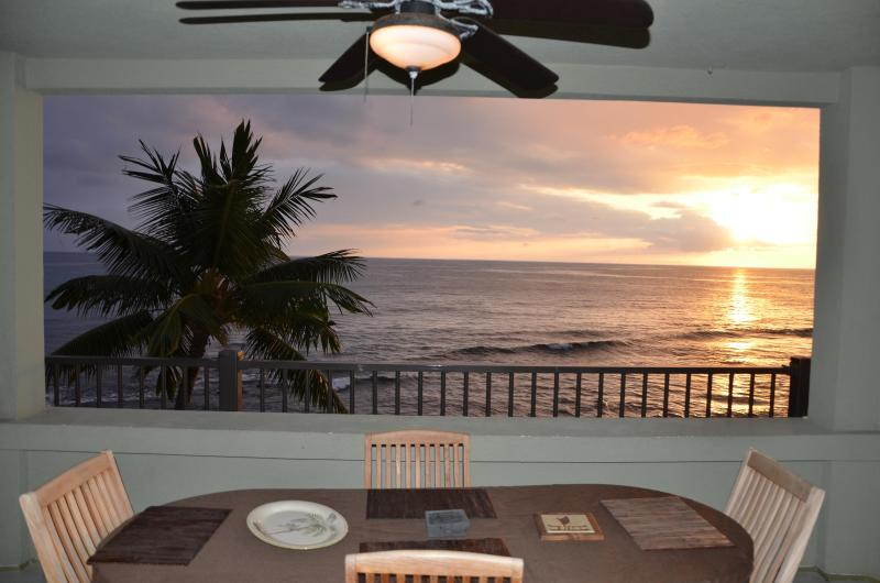 Another sunset from the extra-large ocean front lanai. - Direct oceanfront corner unit - Banyan Tree 306 - Kailua-Kona - rentals