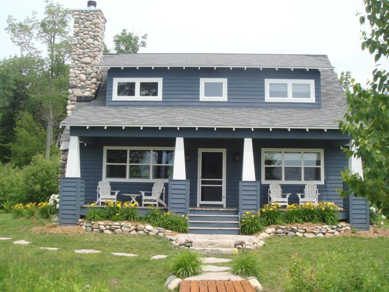 Cottage Front - Charming Cottage on Lake Bellaire - Bellaire - rentals