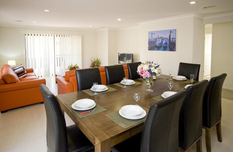 STONEYFELL Dining Room - VILLA STONEYFELL Melbourne - AFFORDABLE, SLEEPS 10 - Melbourne - rentals