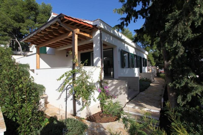 Villa With Garden With Wonderful View Of Milna - Image 1 - Cove Makarac (Milna) - rentals