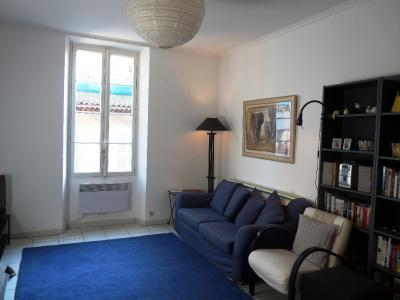 Excellent Cannes 2 Bedroom Holiday Home, Suquet Breeze - Image 1 - Cannes - rentals