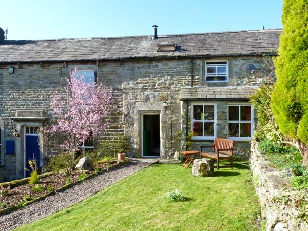 4 HILL TOP FOLD, character holiday cottage, with a garden in Grassington, Ref 11918 - Image 1 - Grassington - rentals
