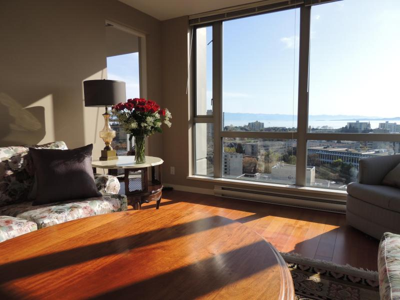 Living room with southern views - 2 BR + Den-Incredible Views, Free Wi-Fi & Parking - Victoria - rentals