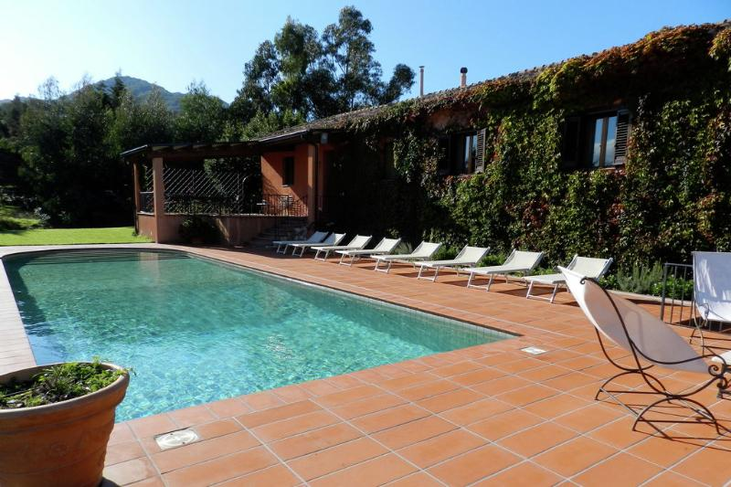 The pool and the house with the green ivy - GORGO: luxury villa with pool, tennis cour - Palermo - rentals