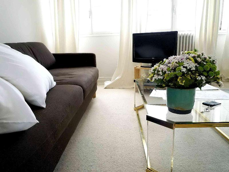Vacation Rental at Eiffel Tower Quality Stay - Image 1 - Paris - rentals