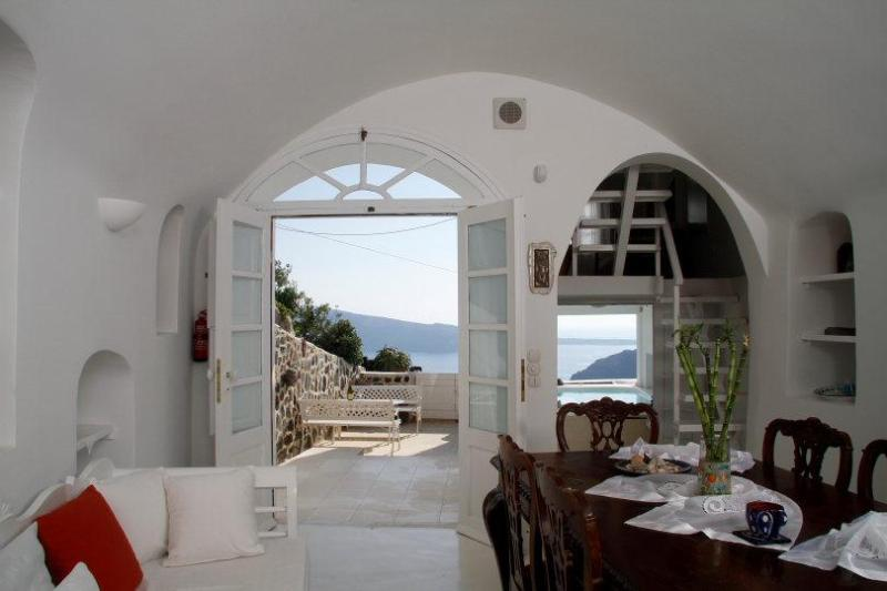 Luxury Villa at Oia with amazing view and  pool - Image 1 - Oia - rentals