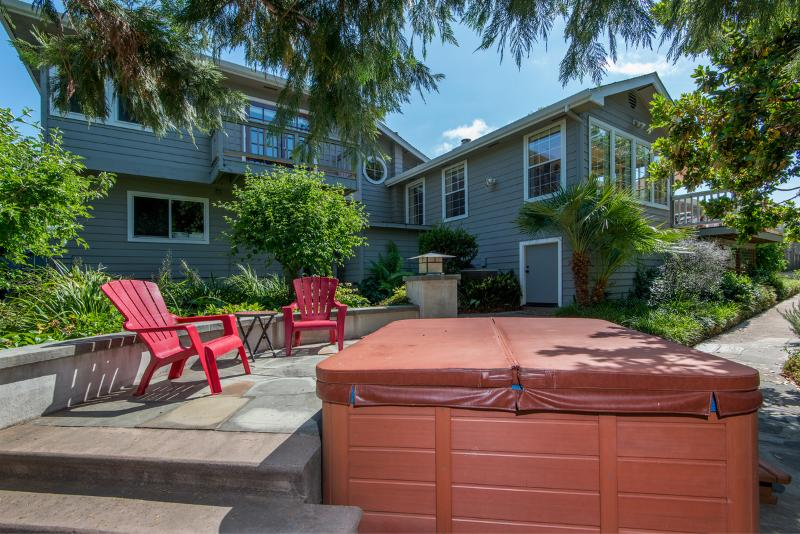 Beautiful outdoor area where the hot tub is, very private and serene. - EXECUTIVE WINE COUNTRY HOME HEART OF SONOMA VALLEY - Santa Rosa - rentals