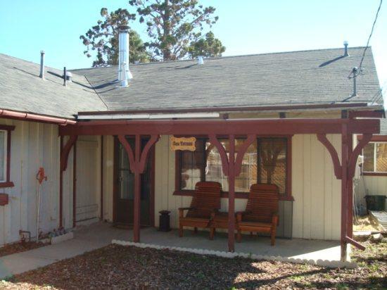 Front View - Lazy Bear Lodge - Big Bear City - rentals