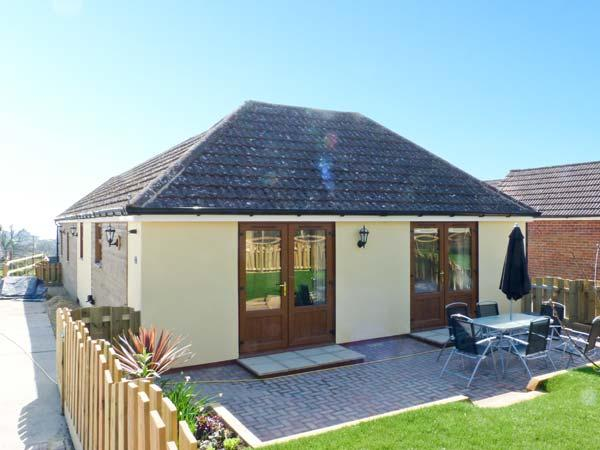1 THE STABLES, country holiday cottage, with a garden in Ryde, Isle Of Wight, Ref 10062 - Image 1 - Ryde - rentals