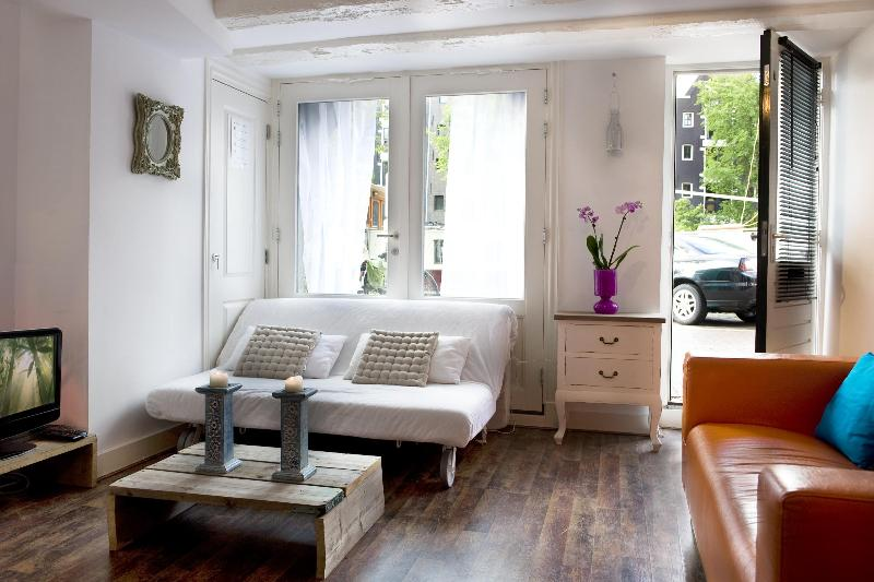 Canal aptm. 10 min. walk from the Central Station - Image 1 - Amsterdam - rentals