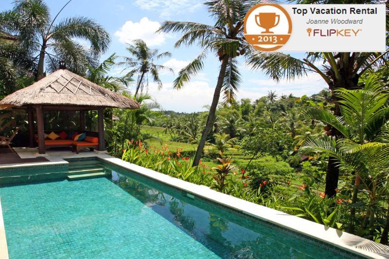 The sala and views across terraces - Villa Abadi in the heart of Bali's rice terraces - Canggu - rentals
