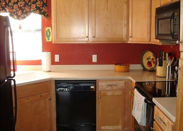 Charming First Floor 2 Bedroom Condo off the Ventana Canyon Golf Course - Image 1 - Tucson - rentals
