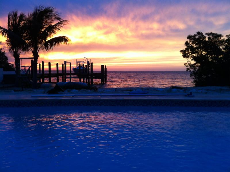 A Perfect Key Largo Sunset - Sunsets, Sandy Beach, Pool & Dock - Just Perfect ! - Key Largo - rentals