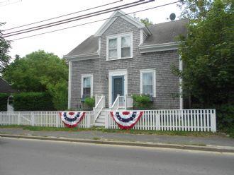3 Bedroom 3 Bathroom Vacation Rental in Nantucket that sleeps 6 -(10124) - Image 1 - Nantucket - rentals