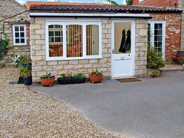 HORSESHOE COTTAGE, pet friendly, character holiday cottage, with a garden in Wrelton, Ref 12613 - Image 1 - Wrelton - rentals