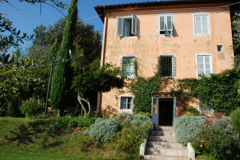 Tuscan Farmhouse with Views and Private Pool - Casa La Bottega - Image 1 - San Martino in Freddana - rentals