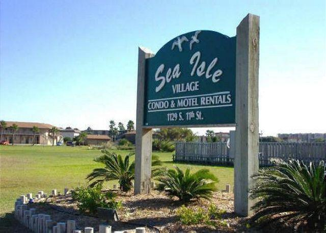 Sea Isle Village 2 bedroom 2 bath condo, community pool and beach access - Image 1 - Port Aransas - rentals