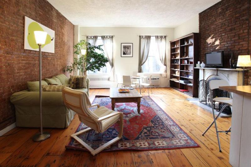 Living Room (lots of natural light) - Big 2 bed/2 bath w/fireplace (3rd fl), E. Village - New York City - rentals