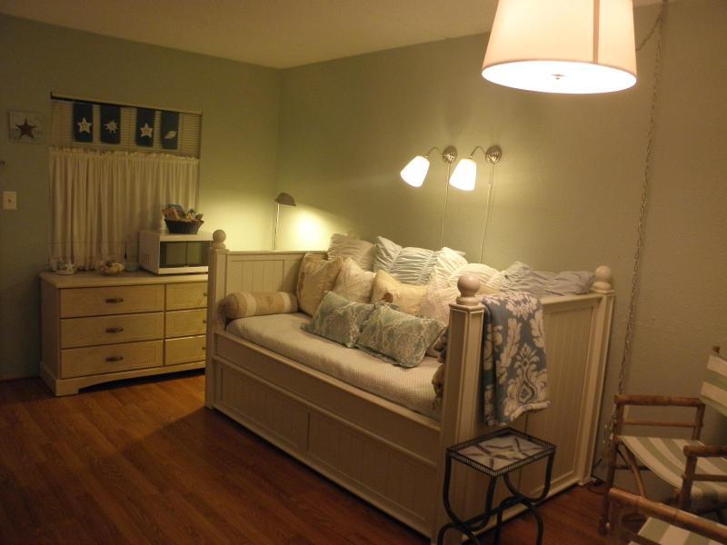 Spacious Living area - Oceanview Condo Rental Sleeps 5, in Myrtle Beach - Myrtle Beach - rentals