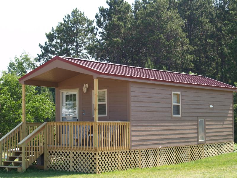Deluxe Cabin w/ Covered Porch - New Deluxe Cabins - Eagle River - rentals
