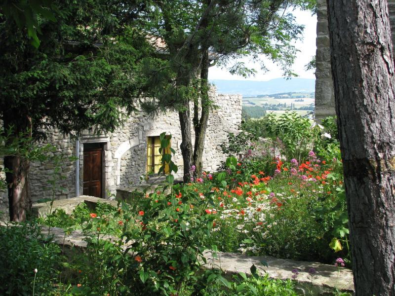 view towards Sunflower Residence entrance - Provencal hilltop village, 2 bedroom home - La Begude-de-Mazenc - rentals
