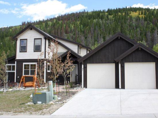 Lovely New Home, Luxury in a Quiet Neighborhood for the Whole Family - Image 1 - Breckenridge - rentals