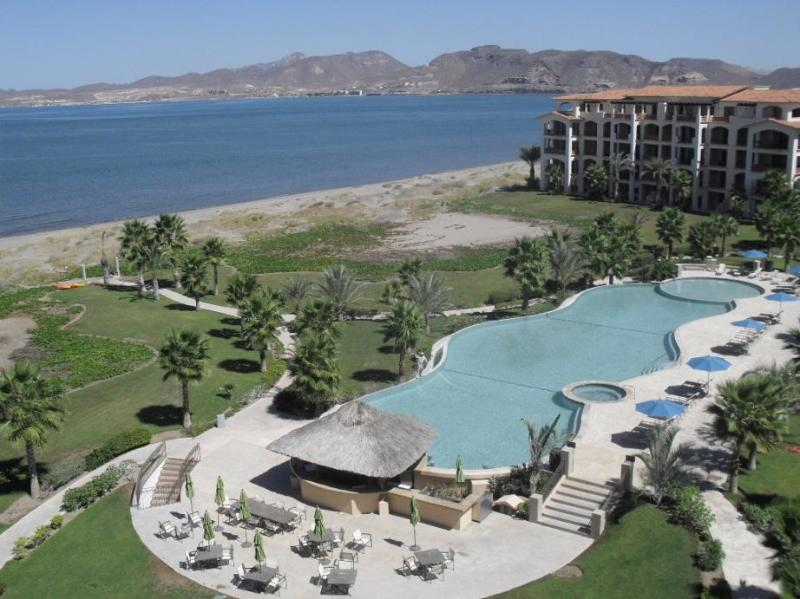 Infinity edge pool and jacuzzi, view from the condos - Ocean View Condo at Paraiso del Mar - La Paz - La Paz - rentals