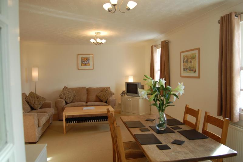 4-star apartment paces from Anstruther harbour! - Image 1 - Anstruther - rentals